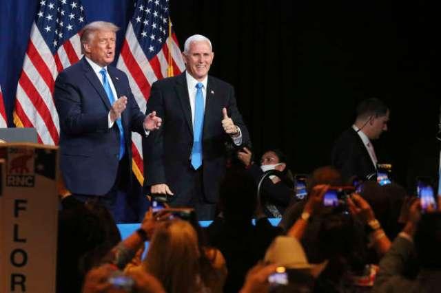 Donald Trump et Mike Pence après avoir pris la parole, à la convention nationale républicaine, à Charlotte (Caroline du Nord),le 24 août.