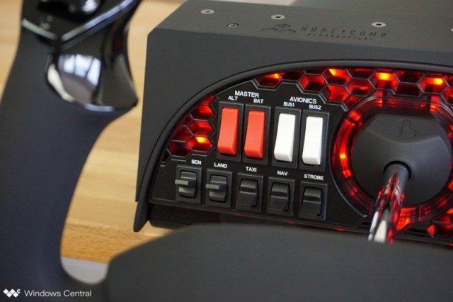 Honeycomb Alpha Yoke & Switch Panel Flight Controls
