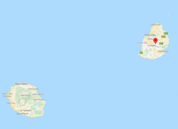 l\'île de la Réunion et l\'île Maurice, situées à quelque 200 km l\'une de l\'autre dans l\'Océan indien, au large de Madagascar et de la côte africaine du Mozambique.