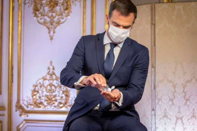 Olivier Véran, ministre de la santé, participe à une conférence de presse à propos de la reprise de l'épidémie de Covid-19 en France, à l'hôtel Matignon, à Paris, jeudi 27 août.