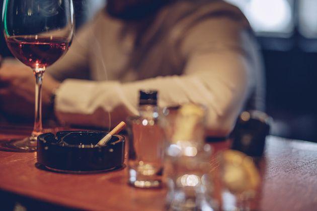 Des patrons de bar en garde à vue pour avoir proposé du Wi-Fi à leurs clients