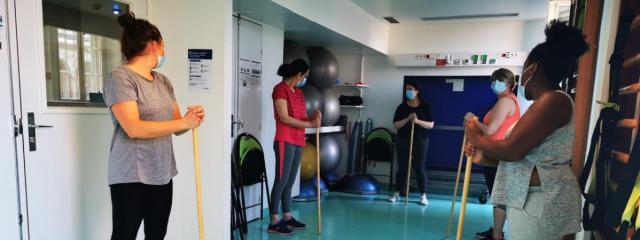 Une séance de sport avec les anciens malades du Covid-19 pour retrouver la forme physique et mentale, à l\'Hôtel-Dieu à Paris début septembre.