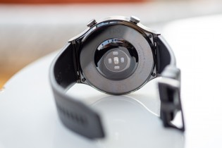 Huawei Watch GT2 Pro from front and rear