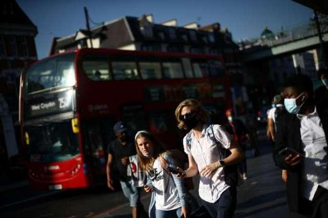 Boris Johnson va encourager les Britanniques à travailler chez eux et souhaite réduire les horaires d'ouverture des bars et restaurants dans l'espoir d'endiguer une deuxième vague d'épidémie de Covid-19 au Royaume-Uni.