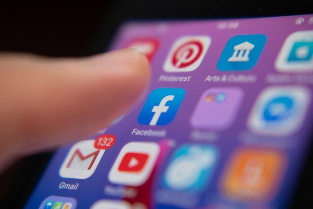 Facebook poursuit deux entreprises pour collecte de données illégale