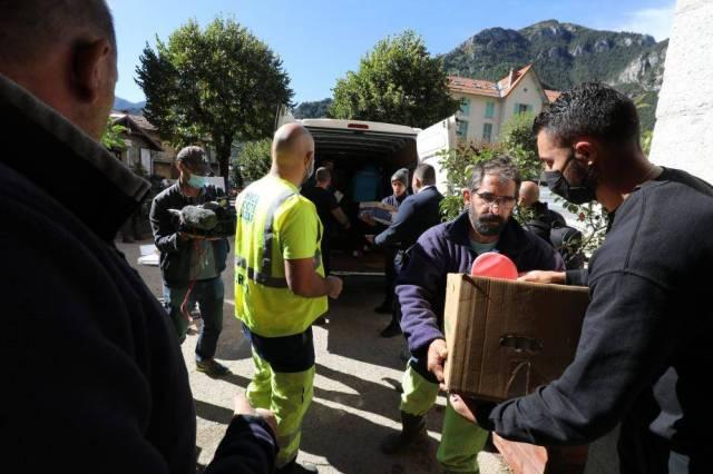 La solidarité avec les personnes touchées par la tempête Alex s'organise, comme ici à Saint-Martin-Vésubie.