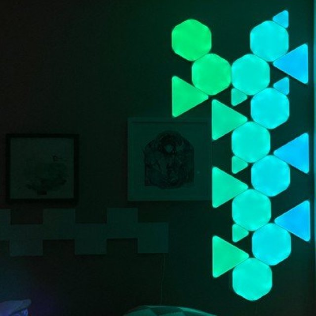 nanoleaf triangles blue