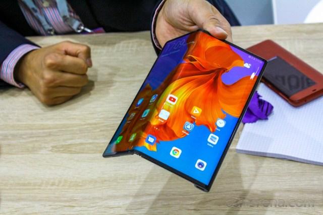 Huawei Mate X with outward folding design