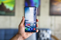Samsung Galaxy A80: neat on the front
