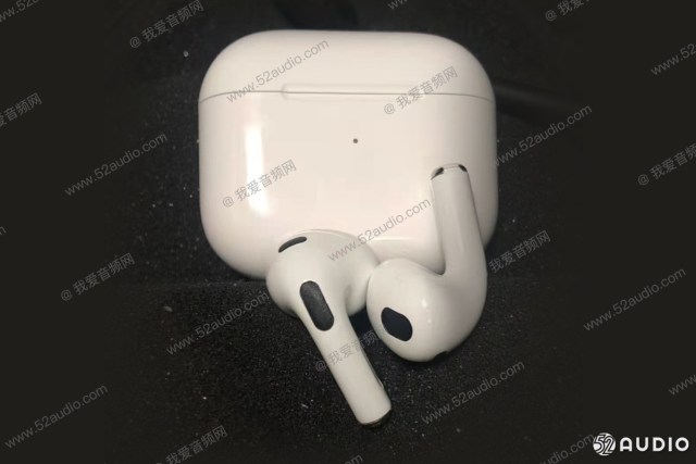 Apple AirPods 3 leak in live image