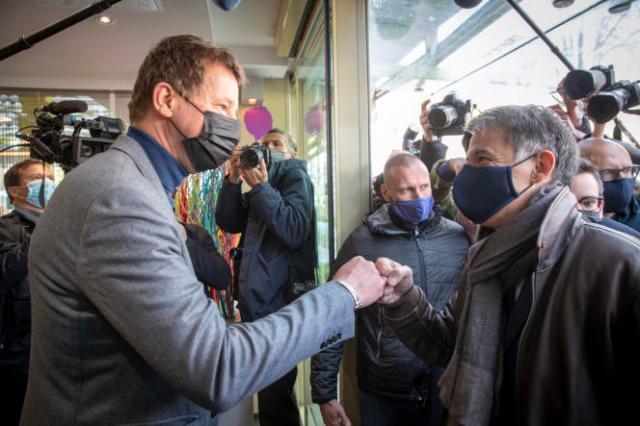 Yannick Jadot et Olivier Faure participent à la réunion des gauches, à Paris, le 17 avril.