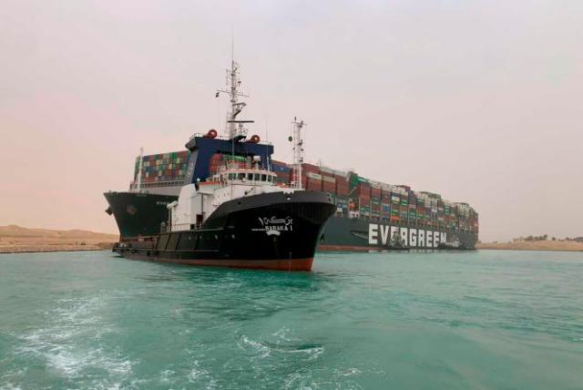 Le porte-conteneurs «Ever-Given», bloqué dans le canal de Suez, le 24mars 2021.