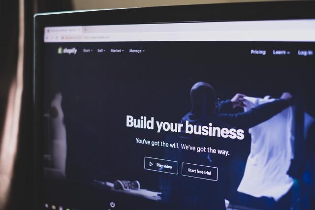 Best-ecommerce-website-builder-shopify.jpg