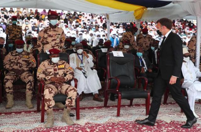 Emmanuel Macron, à N'Djamena, vendredi 23 avril, pour les obsèques d'Idriss Deby.