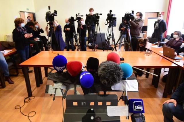 Des journalistes attendent le point presse du procureur de la République d'Epinal au sujet de la disparition de Mia et de sa mère, à Epinal, le 16 avril 2021.