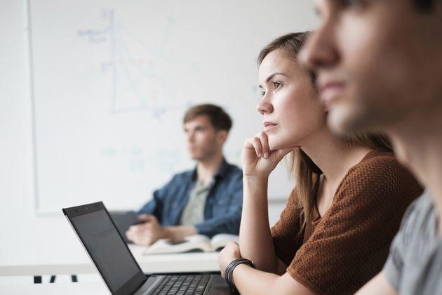 L'écart entre les sexes se réduit dans la tech, mais le Covid freine la parité