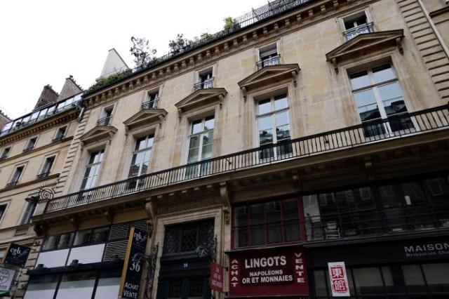 Le reportage de M6 faisait notamment état d'un dîner au Palais Vivienne, dans le IIearrondissement de Paris, concocté par le cuisinier Christophe Leroy.