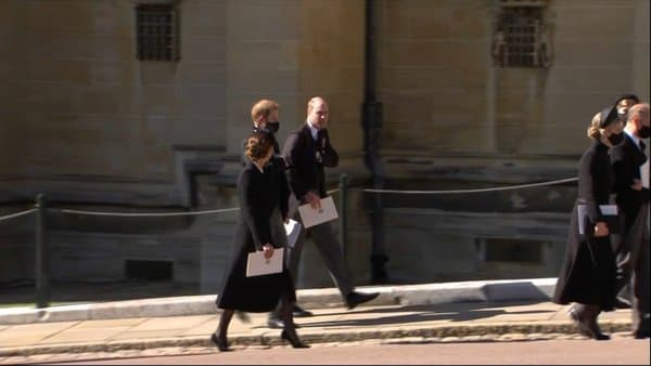 Harry, William et Kate, ensemble à la sortie de la chapelle Saint-George