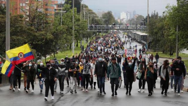 Manifestation d'universitaires contre le projet de réforme fiscale, lundi3mai, à Bogota.