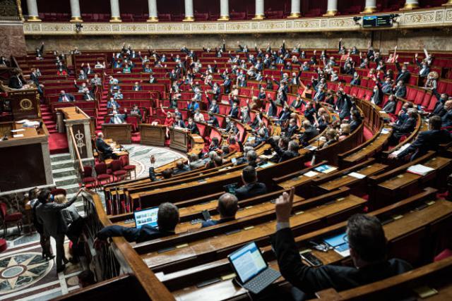 Les députés débattent du projet de loi relatif à la gestion de la sortie de la crise sanitaire, à l'Assemblée nationale, à Paris, le 12 mai.