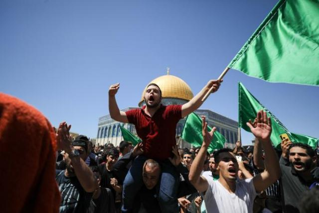 Rassemblement pour protester contre l'expulsion de familles palestiniennes sur des terres revendiquées par des colons juifs dans le quartier de Cheikh Jarrah, à Jérusalem, le 7 mai.