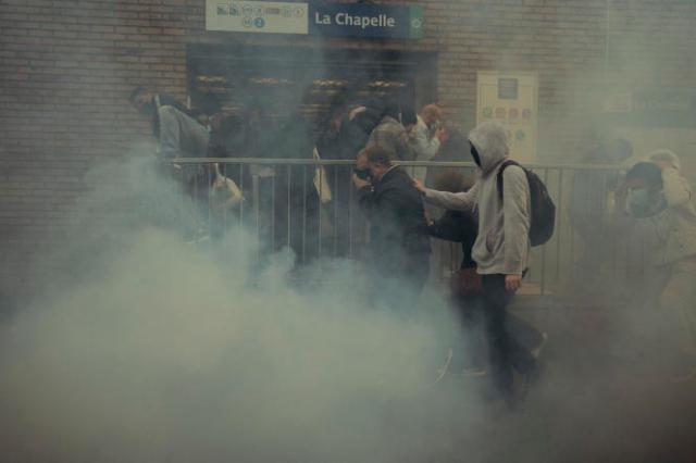 De brèves tensions ont émaillé la manifestation interdite à Paris, dispersée par les forces de l'ordre.