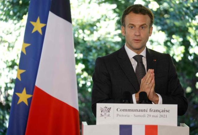 Le président Emmanuel Macron, lors d'une allocution à la résidence de l'ambassadeur de France, à Pretoria, en Afrique du Sud, le 29 mai 2021.
