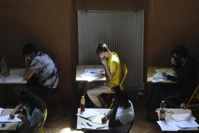Lors d'une épreuve du baccalauréat au lycée Pasteur à Strasbourg, le 17 juin 2021.
