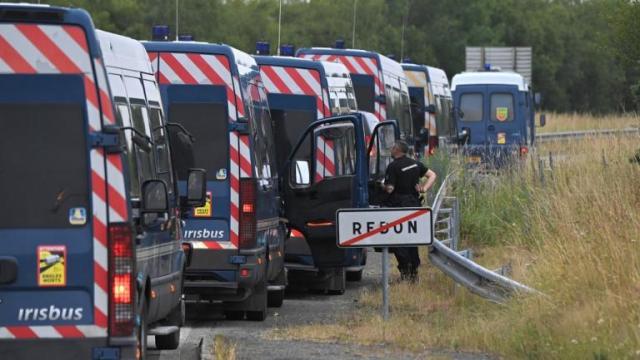 Des gendarmes à proximité de Redon (Ille-et-Vilaine), le 19 juin 2021.