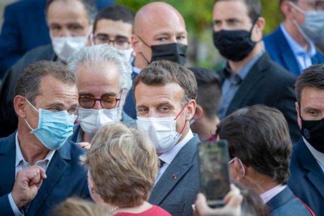 Emmanuel Macron en visite au village de Saint-Cirq-Lapopie, le 2 juin.