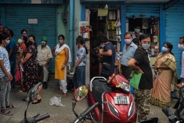 Aux abords d'un marché à Siliguri, dans l'Etat indien du Bengale-Occidental, le 22 juin.