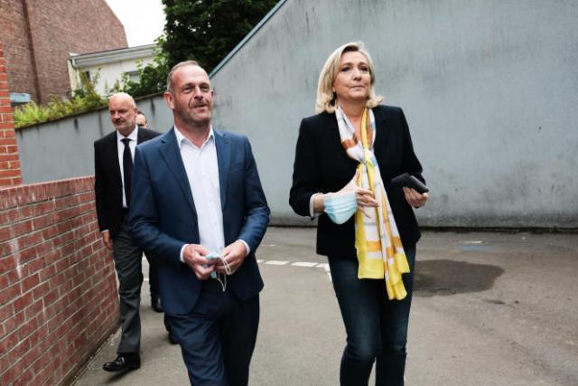 Marine Le Pen à la sortie du bureau de vote, au second tour des élections régionales, à Henin Beaumont (Pas-de-Calais), le 27 juin 2021.