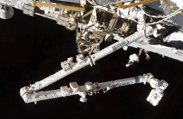 Vidéo : Un débris spatial percute le Canadarm2 d'ISS