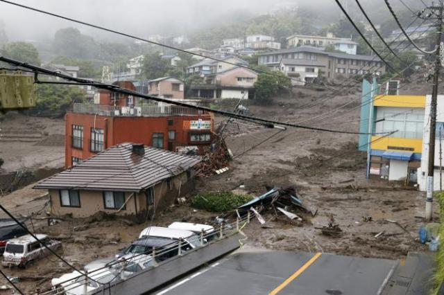 Le glissement de terrain a endommagé la ville d'Atami, au Japon, samedi 3 juillet 2021.