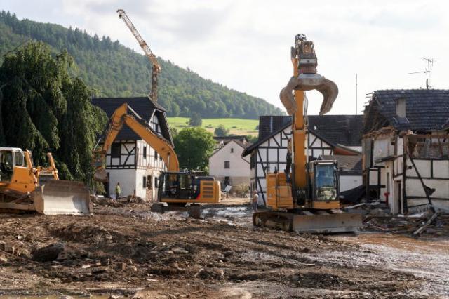Les travaux de déblayage ont commencé dans la commune de Schuld, dans l'ouest de l'Allemagne, samedi 17 juillet 2021.