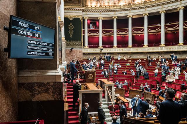 L'Assemblée adopté le projet de loi relatif à la gestion de la crise sanitaire, vendredi 23 juillet, à 5 h 37, après une nuit de débats.
