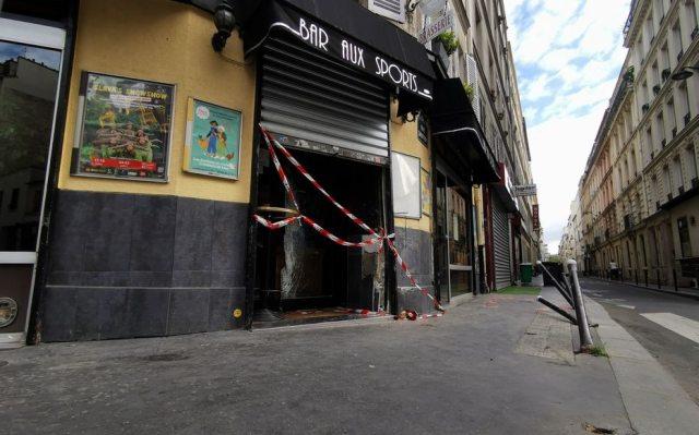 Une voiture s'est encastrée dans la terrasse du bar Aux Sports, situé rue Guy-Môquet. LP/F.H.