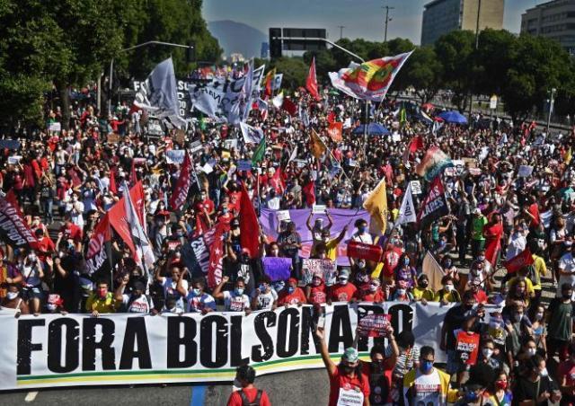Manifestation contre la gestion de la crise sanitaire par le président Bolsonaro, à Rio de Janeiro (Brésil), le 3 juillet 2021.