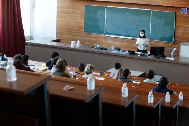 Des étudiants à l'université de Strasbourg, en mars2021.