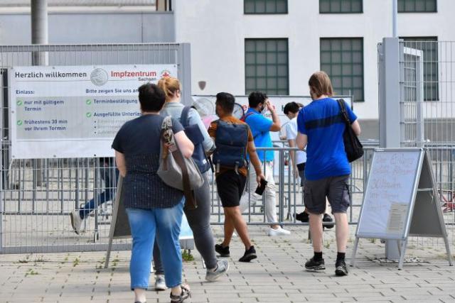 Devant un centre de vaccination à Dresde, en Allemagne, le 29 juillet 2021.