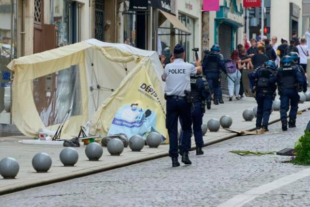 La pharmacie de la rue Stanislas, à Nancy, a été vandalisée lors de la manifestation contre le passe sanitaire, le 24 juillet 2021.