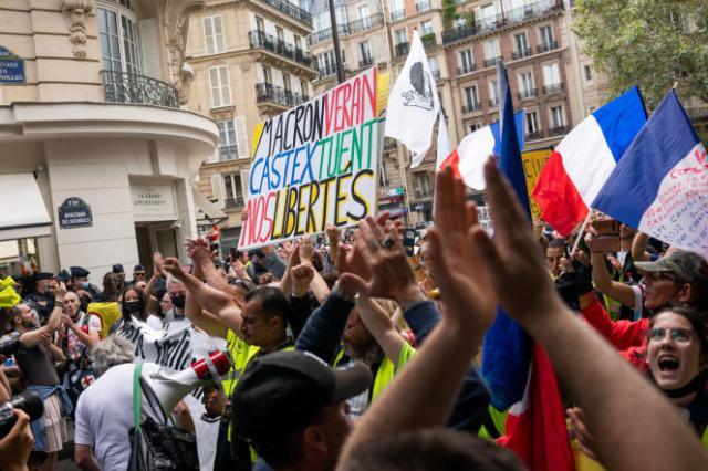 Manifestation contre l'instauration d'un passe sanitaire, dans le 17e arrondissement de Paris,le 31 juillet.