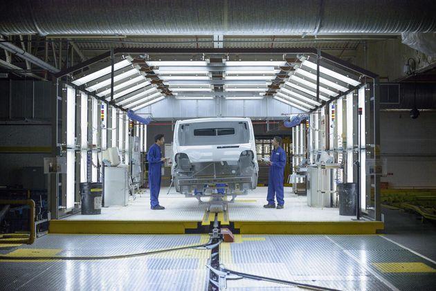 Pénurie de puces: Toyota et Stellantis revoient à la baisse leurs capacités de production