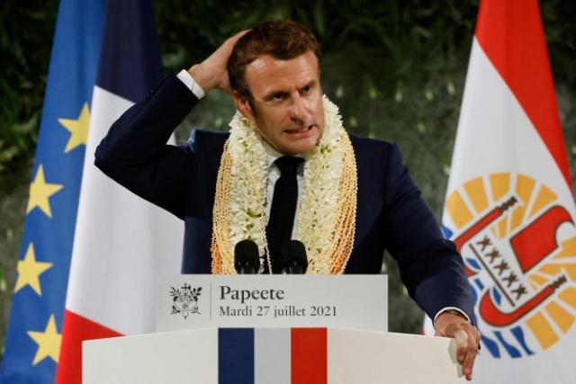 Emmanuel Macron s'exprime lors de son dernier jour de visite en Polynésie française, à Papeete, le 27 juillet 2021.