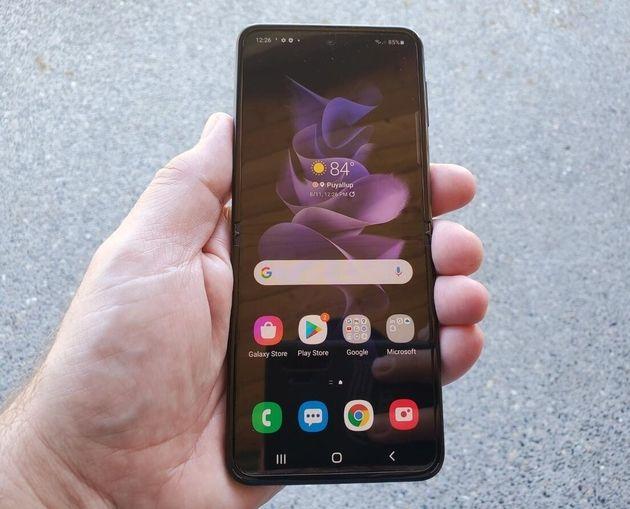 Samsung GalaxyZ Flip3: Un smartphone pliable mais (à peu près) accessible