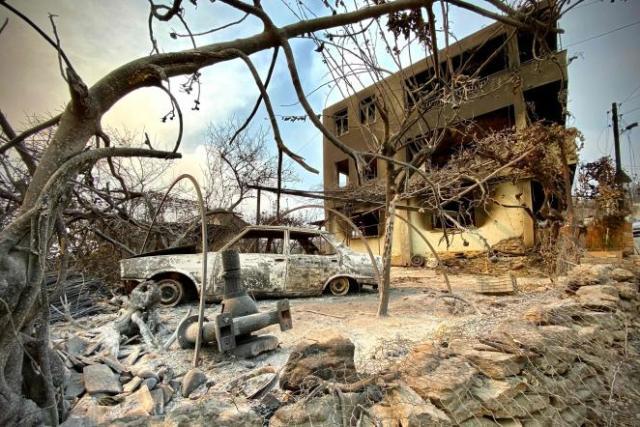 Une voiture brûlée devant une maison incendiée, àManavgat, le 31 juillet 2021.