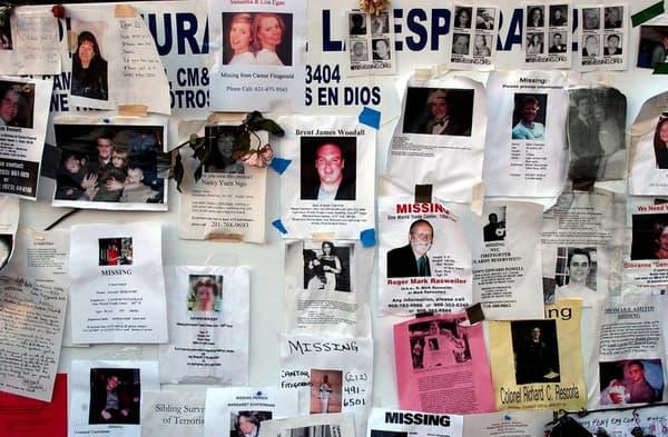 Des avis de recherche postés à Union Square le 19 septembre 2001, huit jours après l'effondrement des deux tours.