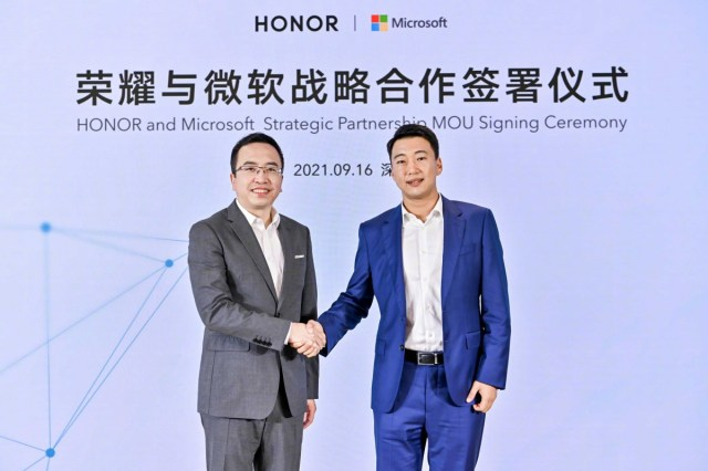 George Zhao, CEO of Honor with Dr. Hou Yang, Chairman and CEO of Microsoft GCR