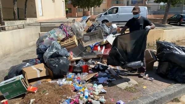 Un agent de propreté en train de déblayer la cité Bassens à Marseille.
