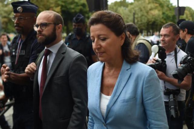 L'ex-ministre des solidarité et de la santé, Agnès Buzyn, arrivant à la Cour de justice de la République, le 10novembre 2021.